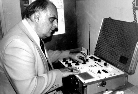 Marcel Vogel operating radionic instrument
