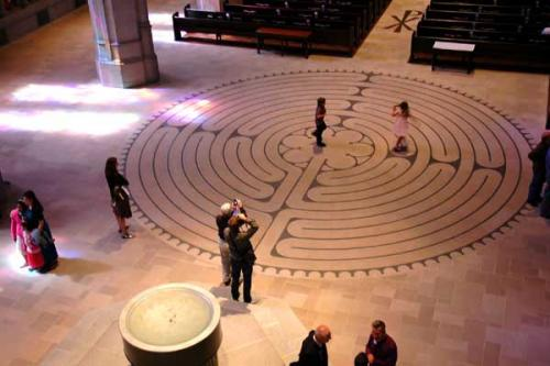 chartres cathderal maze